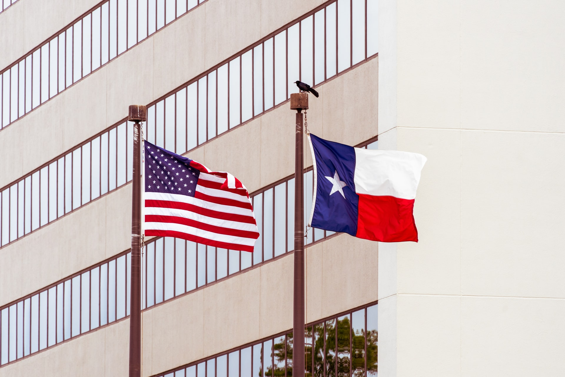 Why is Texas the only state that can fly its flag